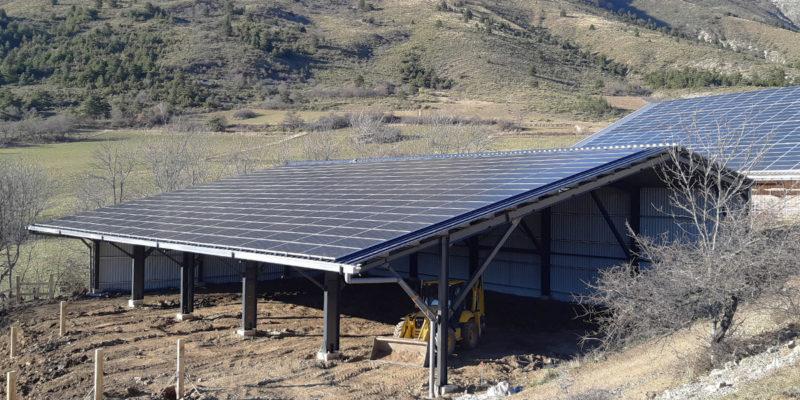 Versant Sud Bâtiment équestre photovoltaïque Luxel / La Roche-des-Arnauds (05)
