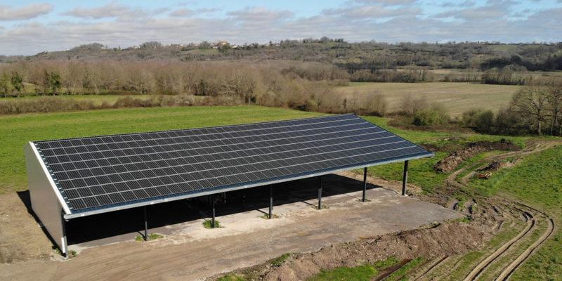 Versant Sud Bâtiment photovoltaïque agricole Soltea / Poursiugues (64)