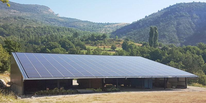 Versant Sud Bâtiment agricole photovoltaïque Générale du solaire / Noyers-sur-Jabron (04)