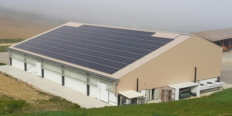Versant Sud bâtiment agricole de stockage toiture photovoltaïque à Beaumont-de-Lomagne (82)